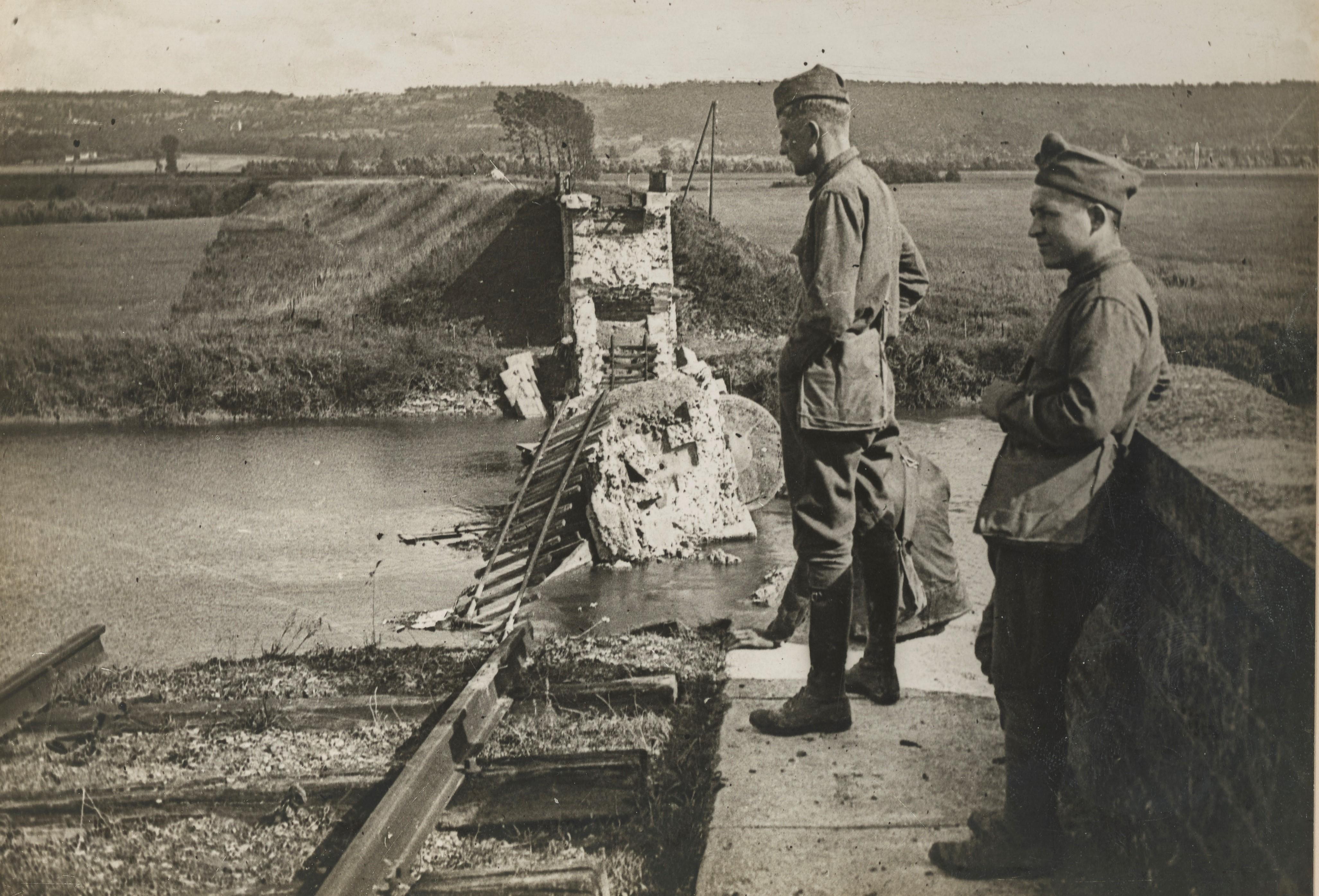 Le pont de Chateau-Thierry détruit par les Allemands, septembre 1918, NARA 165-ww-182C-013