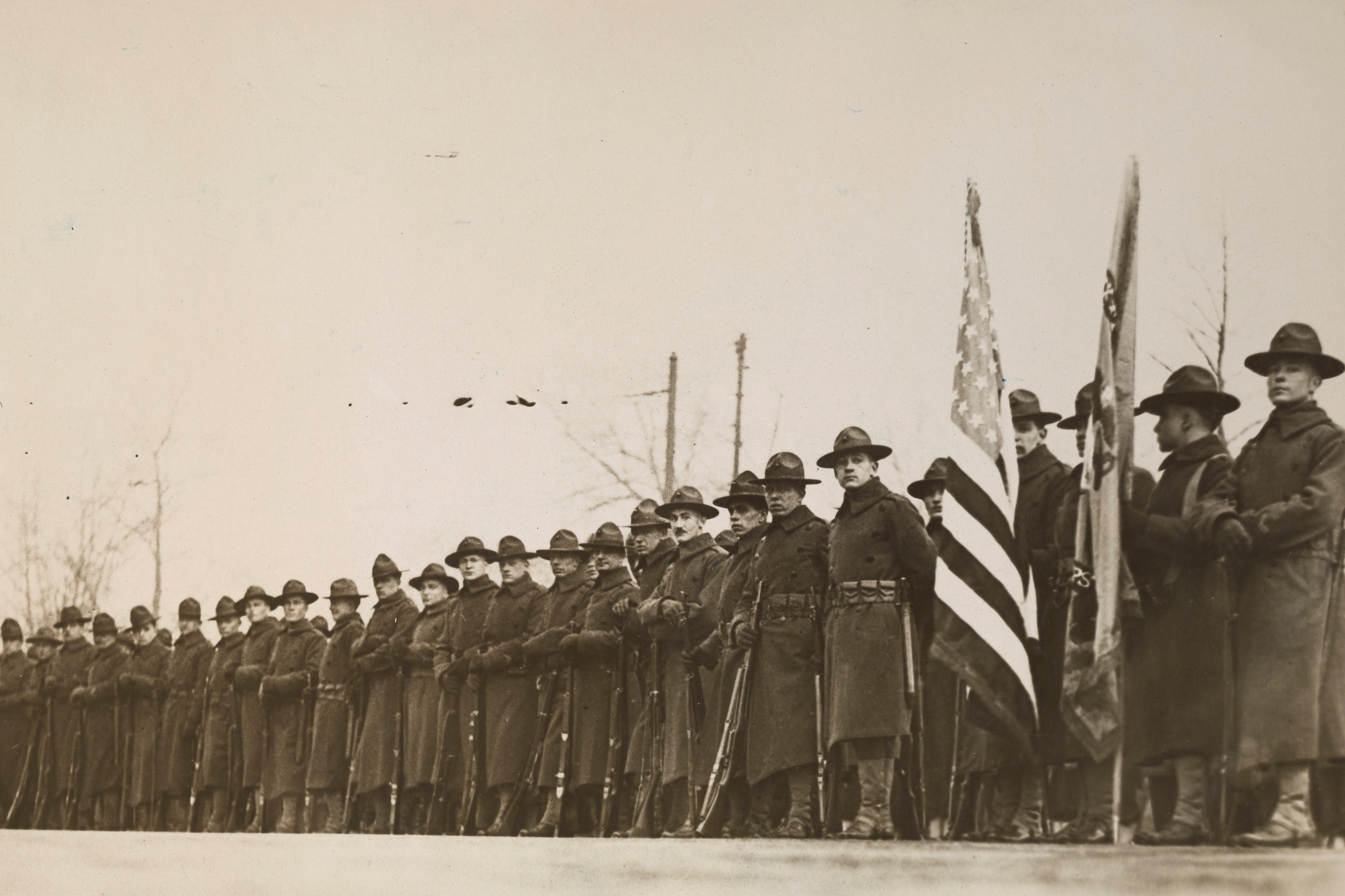 Les Marines qui ont stoppé les Allemands à Chateau-Thierry lors d'une parade à Philadelphie NARA 165-WW-321A-006